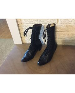 Auction: Antique Victorian 1880's Ladies Lace-up DArk Brown Leather Boots Shoes